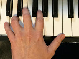 left hand on keyboard, Piano Practice When You Have An Injury, Jenny Leigh hodgins, yourcreativechord, piano practice tips