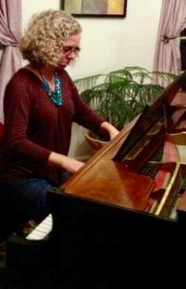 Jenny Leigh Hodgins at the piano. YourCreativeChord.com Piano ebook free download, how to practice piano effectively.